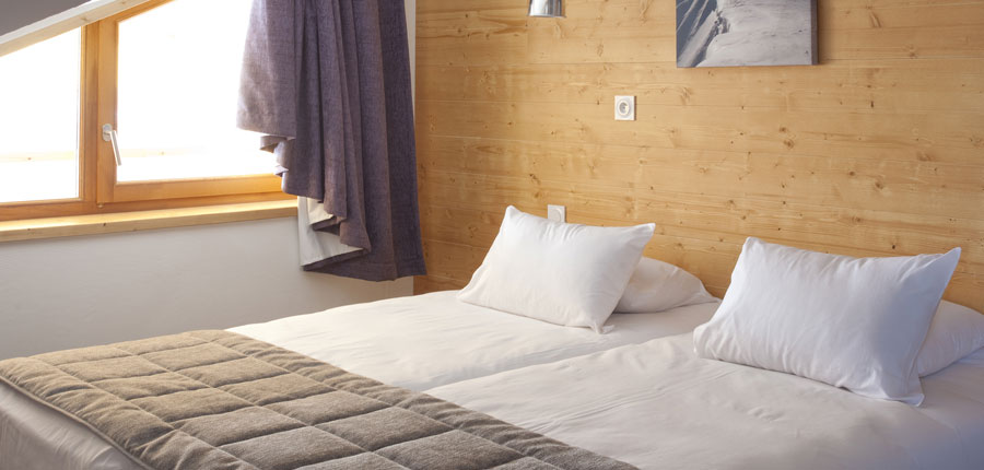 France_AlpedHuez_Hotel_Alpenrose_bedroom.jpg